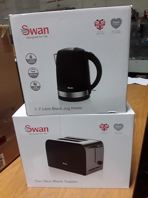Lot 52 SWAN STAINLESS STEEL KETTLE AND 2-SLICE TOASTER TWIN PACK  RRP £44.99