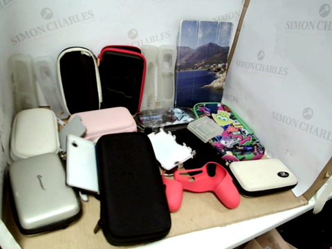 Lot 7735 QUANTITY OF ASSORTED CASES TO INCLUDE PORTABLE GAMING CASES, WII CONTROLLER CASES, PHONE CASES AND LAPTOP/NOTEBOOK CASES 30 X 30 X 30CM BOX
