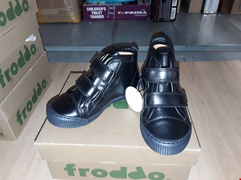Lot 12467 BOXED FRODDO BLACK LEATHER VELCRO SHOES UK SIZE 9.5 JUNIOR