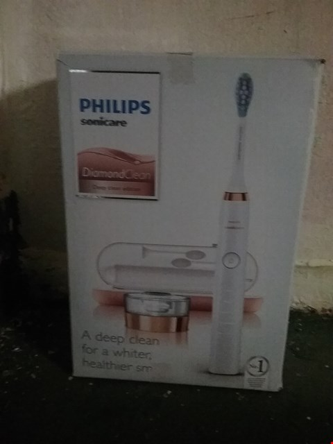 Lot 1155 PHILIPS SONICARE DIAMOND CLEAN ELECTRIC TOOTHBRUSH