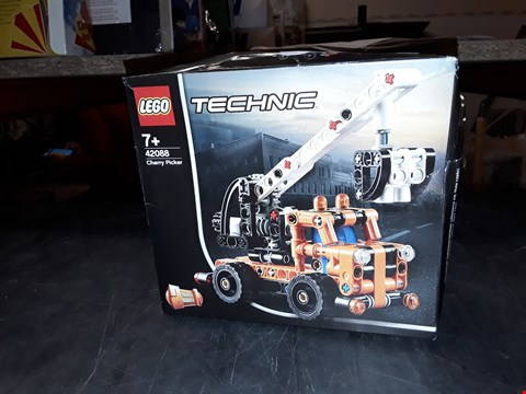 Lot 2069 LEGO TECHNIC CHERRY PICKER