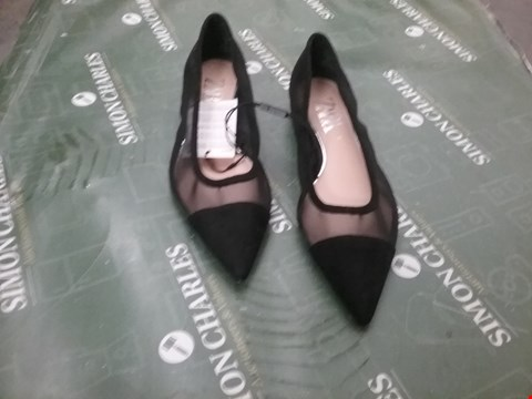 Lot 12275 PAIR OF ZARA BLACK POINTED LADIES SHOES SIZE 37