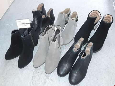 Lot 328 LARGE QUANTITY OF ASSORTED FOOTWEAR IN VARIOUS SIZE