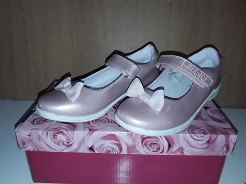 Lot 12760 BOXED LELLI KELLY LIZIE GLOSSY PINK BOW DETAIL VELCRO SHOES UK SIZE 11.5 JUNIOR