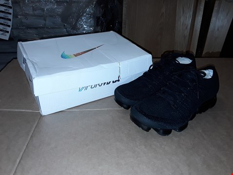 Lot 41 BOXED NIKE AIR VAPORMAX FLYKNIT BLACK/BLACK SIZE 10.5 UK/45.5 EUR