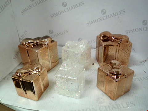 Lot 10035 SET OF 6 GLITTER/ROSE GOLD LIGHT UP CHRISTMAS DECORATIONS RRP £60.00