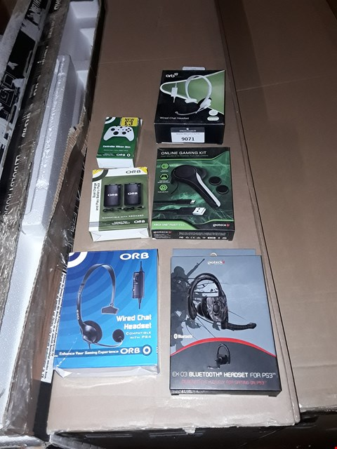Lot 9071 A LOT OF 6 GAMING ACCESSORIES TO INCLUDE,  ONLINE GAMING KIT - XBOX ONE , WIRED CHAT HEADSET - XBOX ONE ETC