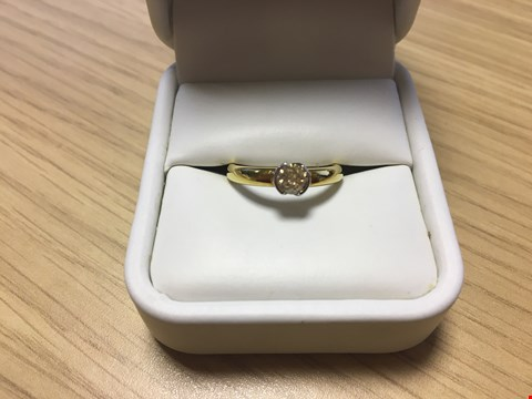 Lot 16 18CT GOLD SOLITAIRE RING SET WITH A FANCY COLOUR DIAMOND WEIGHING +/-0.37CT