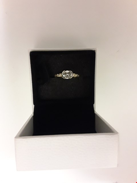 Lot 210 18CT GOLD OVAL RING SET WITH DIAMONDS TO SHOULDER. TOTAL WEIGHT +/- 1.20CT