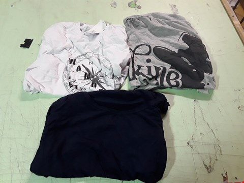 Lot 1779 LOT OF APPROXIMATELY 10 ASSORTED DESIGNER CLOTHING ITEMS TO INCLUDE A COMPASS PRINT WHITE T-SHIRT M, A DAKINE PRINT GREY T-SHIRT L, A NAVY BLUE NIXON T-SHIRT S ETC
