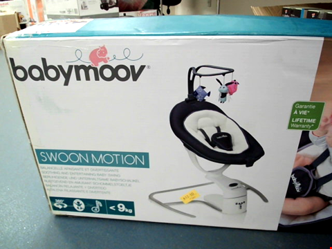 Lot 5602 BABYMOOV SWOON MOTION BABY SWING CHAIR