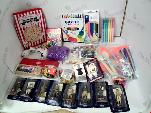 """Lot 3139 LOT OF ASSORTED TOY & CRAFT ITEMS TO INCLUDE: """"UNO"""" CARD GAME, ASSORTED COLOURING PENS & PENCILS, ASSORTED DEL PRADO MINIATURE FIGURES"""