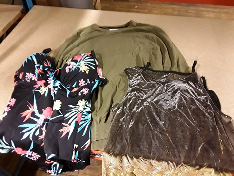 Lot 305 LOT OF APPROXIMATELY 10 ASSORTED DESIGNER CLOTHING ITEMS TO INCLUDE CREW NECK JUMPER, PLUNGE UNDERSIDE SWIMSUIT AND METTALIC TUNIC