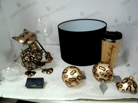 Lot 10184 LOT OF APPROXIMATELY 6 ASSORTED HOUSEHOLD ITEMS TO INCLUDE SOLAR CAT SCULPTURE, LEIGHTON BLACK LAMPSHADE, LEOPARD PRINT BAUBLE SET, ETC RRP £137.00