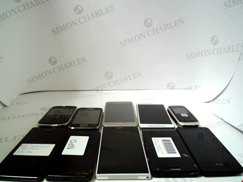 Lot 656 LOT OF APPROXIMATLEY 10 ASSORTED MOBILE PHONES AND SMARTPHONES ETC