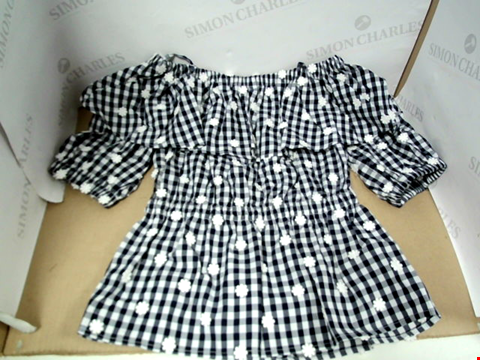 Lot 7092 PERSEVERANCE BLACK/WHITE CHECK OFF THE SHOULDER TOP - SIZE 8