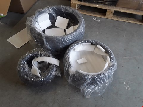 Lot 715 BOXED GR 2 ROUND PLANTERS