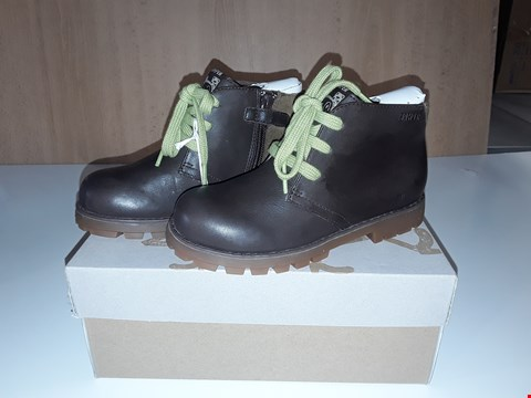 Lot 12635 BOXED CAMPER FOR KIDS BROWN LEATHER LACE/ZIP UP BOOTS UK SIZE 11.5 JUNIOR