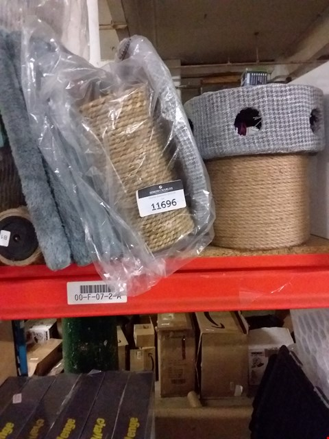 Lot 11696 A LOT OF APPROXIMATELY 2 CAT SCRATCH POSTS