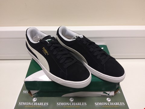 Lot 3017 BOXED PAIR OF PUMA CLASSIC SUEDE TRAINERS SIZE 9