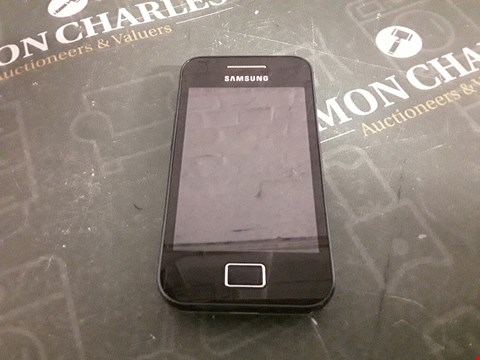 Lot 4237 SAMSUNG ANDROID MOBILE PHONE- BLACK/WHITE