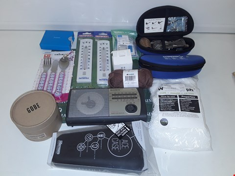 Lot 8076 LOT OF ASSORTED HOUSEHOLD ITEMS TO INCLUDE VAPE PIPES, GOBE CIRCULAR LENS FILTER KIT, THERMOMETERS