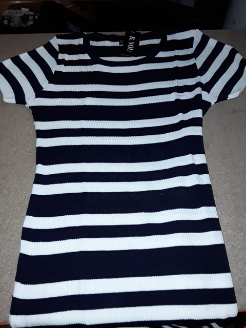 Lot 119 BOX OF APPROXIMATELY 9 STRIPED KNITTED DRESS - NAVY