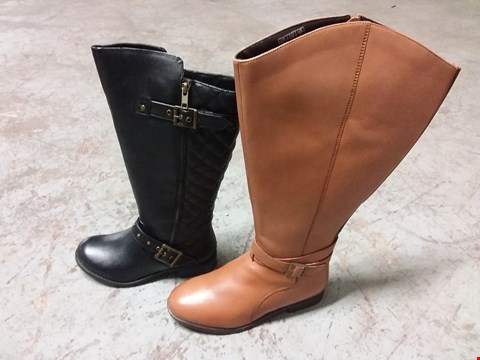 Lot 370 BOX OF 4 PAIRS OF LADIES KNEE HIGH BOOTS  - VARIOUS SIZES