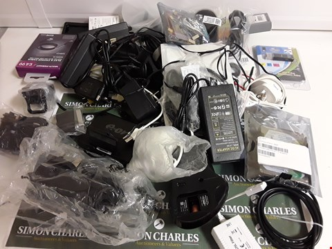 Lot 1186 BOX OF APPROXIMATELY 31 ASSORTED POWER LEADS, CABLES ETC