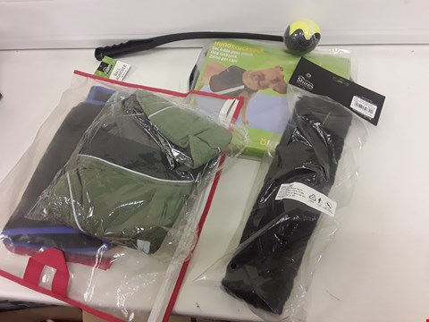 Lot 430 TRAY OF 5 ASSORTED PET ITEMS, INCLUDING, BALL LAUNCHER, SHIRES NOSEBAND SLEEVE, HORSE FIELD RELIEF MIDI, DOG RUCKSACK, QUILTED PET JACKET, (TRAY NOT INCLUDED)
