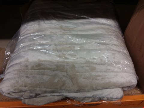 Lot 274 COZEE HOME HEATED BLANKET IN CREAM - SIZE UNSPECIFIED