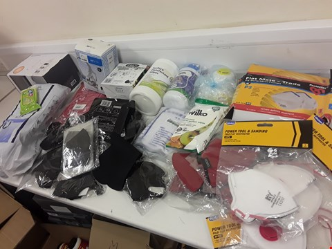 Lot 431 BOX OF APPROXIMATELY 53 ITEMS OF PPE, INCLUDING, TRADE FLAT MATE MASKS, POWER TOOL MASKS, ANTI BACTERIAL WIPES, DISPOSABLE BIBS, FIRE BLANKET, BIN LINERS, HALF MASK RESPIRATOR, FABRIC FACE MASKS.