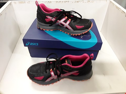 Lot 4012 PAIR OF DESIGNER TRAINERS IN THE STYLE OF ASICS TRAIL-TAMBORA 5 SIZE EU 37