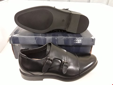 Lot 4136 PAIR OF DESIGNER BLACK LEATHER BUCKLE GENTS SHOES SIZE EU 41