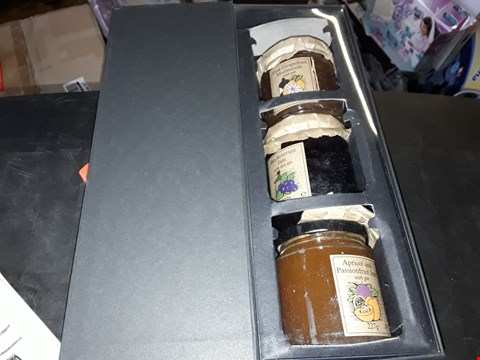 Lot 6254 LOT OF 2 GRADE 1 ITEMS TO INCLUDE BEER-O-METER PINT GLASS AND EDINBURGH GIN PRESERVES GIFT SET  RRP £32