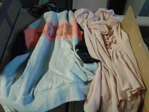 Lot 328 BOX OF APPROXIMATELY 18 ASSORTED CLOTHING ITEMS TO INCLUDE GREY/BLACK LONGLINE HOODIE AND PEACH A&Y RUFFLE BLOUSE
