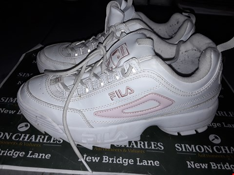 Lot 9036 FILA DESIGNER TRAINERS IN WHITE & PINK UK SIZE 6.5