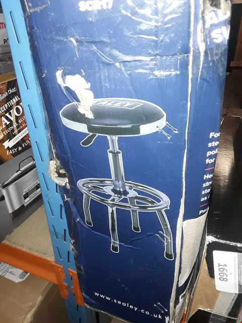 Lot 1667 SEALEY SCR17 WORKSHOP STOOL HEAVY-DUTY PNEUMATIC WITH ADJUSTABLE HEIGHT SWIVEL SEAT