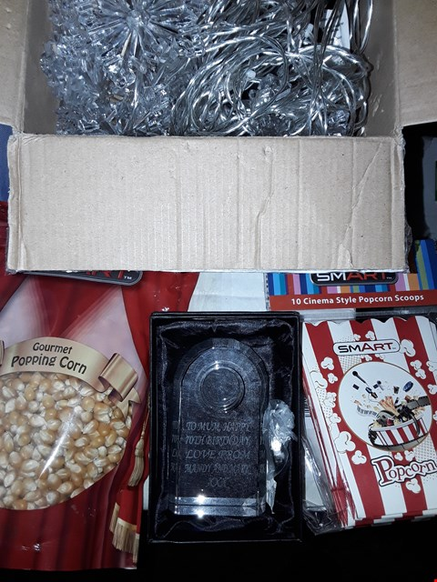 Lot 1511 LOT OF 3 ASSORTED BOXED ITEMS TO INCLUDE GOURMET POPPING CORN WITH 10 SCOOPS, PERSONALISED CRYSTAL CLOCK, SNOWFLAKE CURTAIN LIGHTS  RRP £78