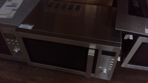 Lot 1015 SWAN SM22040 DIGITAL MICROWAVE OVEN SILVER RRP £125