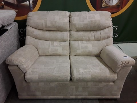 Lot 8021 QUALITY DESIGNER BRITISH MADE WOODEN FRAME BEIGE PATTERNED FABRIC 2 SEATER SOFA