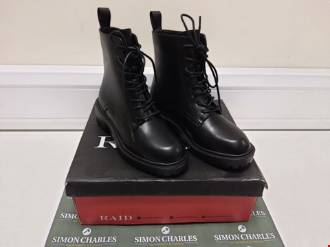 Lot 3024 BOXED PAIR OF RAID BLACK BOOTS SIZE 4