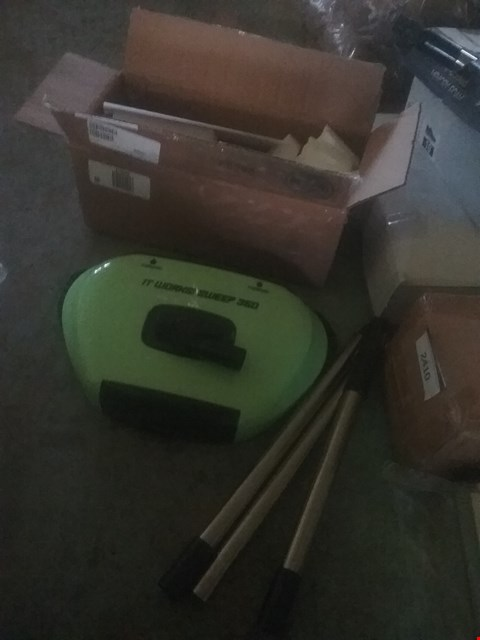 Lot 2410 LOT OF THREE ASSORTED ITEMS TO INCLUDE AN IT WORKS SWEEP 360 AND IT WORKS SUPER BLOCKS