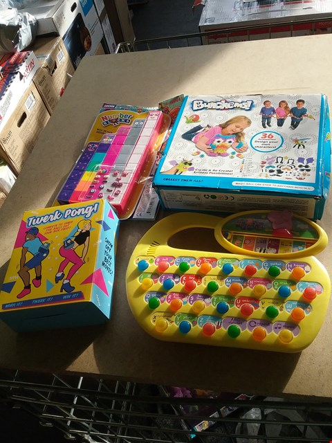 Lot 9065 BUNCHEMS MAGIC BALL, A TWERK PONG, MY BED BLOCKS AND PEPPA PIG KEYBOARD