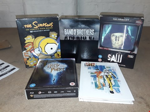 Lot 4148 JOB LOT OF ASSORTED CD/DVD BOXSETS , BOOKS AND GAMES TO INCLUDE THE SIMPSONS,  SAW, HARRY POTTER(4 BOXES)
