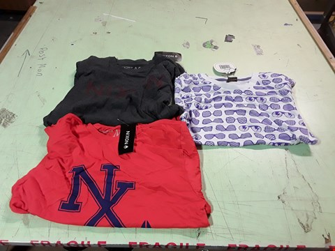 Lot 1764 LOT OF APPROXIMATELY 10 ASSORTED DESIGNER CLOTHING ITEMS TO INCLUDE A PURPLE/WHITE SHADES PRINT T-SHIRT M, A NIXON ORANGE T-SHIRT M, A NIXON CHARCOAL T-SHIRT M ETC
