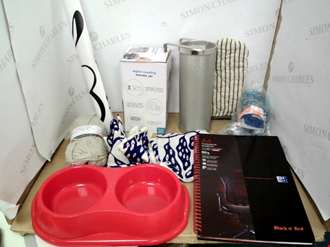 Lot 10793 2 BOXES OF APPROXIMATELY 10 ASSORTED HOUSEHOLD ITEMS TO INCLUDE A4 PROFESSIONAL NOTEBOOK, DESIGNER OVEN GLOVE, DIGITAL COUNTING MONEY JAR ETC