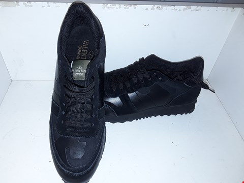 Lot 9375 VALENTINO GARAVANI BLACK TRAINERS SIZE 44
