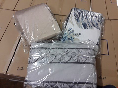 Lot 21 BOX OF APPROXIMATELY 6 ITEMS OF ASSORTED BEDDING TO INCLUDE; FRANCHESCA DUVET AND PILLOW CASE SET KS, FRANCHESCA DUVET AND PILLOWCASE SET DB, ANGEL DUVET COVER SET, WATERCOLOUR FERN DUVET SET, 68 PICK RRP £292