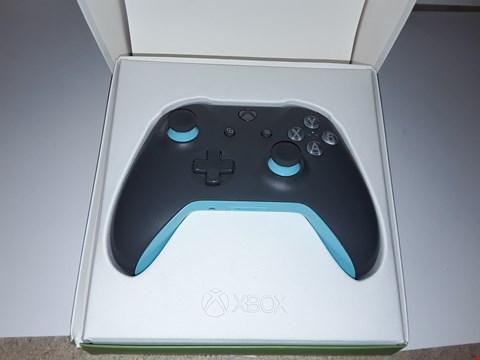 Lot 4756 XBOX WIRELESS CONTROLLER (GREY,BLUE)